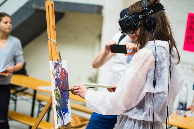 VR Headset used for painting