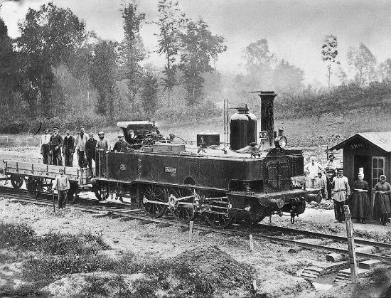 Locomotive à vapeur (steam locomotive) : 1860 -1865 Ph. G. Sirot / Coll. Archives Larousse